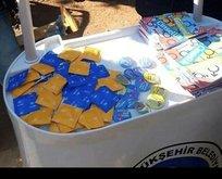 CHP'nin hizmetine bak! Üniversitelilere prezervatif dağıttılar