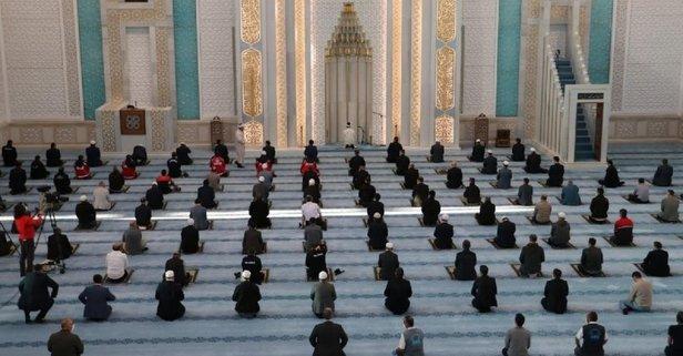 Bayram namazı camilerde kılınacak mı? Diyanet açıkladı