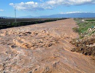 Hatay'da alarm! Su seviyesi yükseldi, havalimanı araç trafiğine kapatıldı