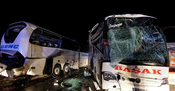 Feci kaza! Yolcu otobüsleri çarpıştı