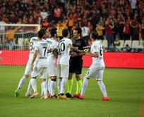 Akhisarspor'a ceza yağdı!