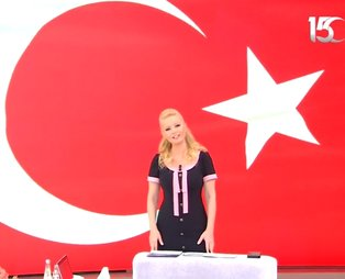 Müge Anlı 'Unutmadık, unutturmayacağız' dedi... 15 Temmuz Demokrasi ve Milli Birlik Günü'nde ünlülerden mesaj!
