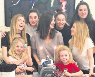 Bütün kızlar toplandık!