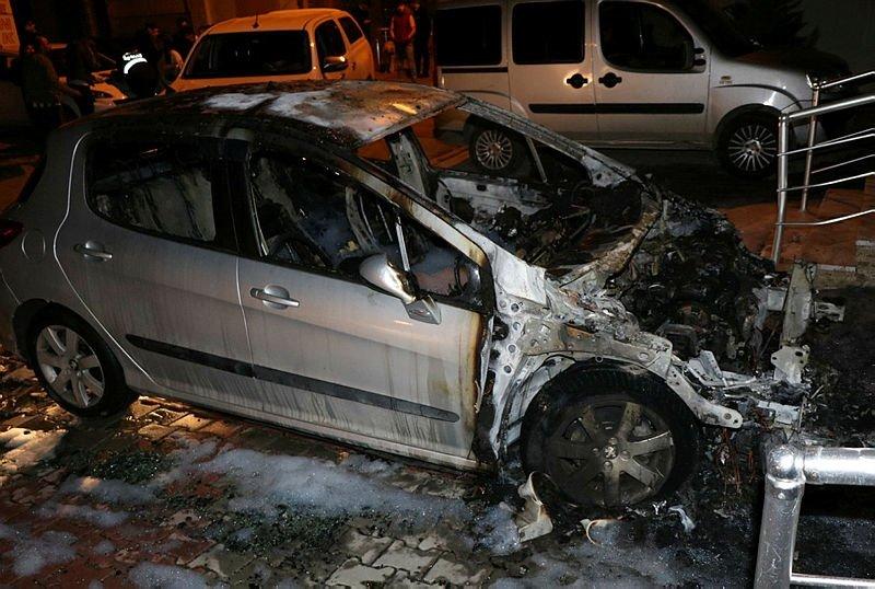 Eski eşinin otomobilini yaktı