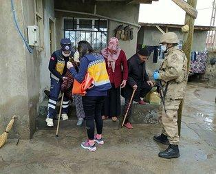 Mehmetçikten evde kalan vatandaşa yardım eli