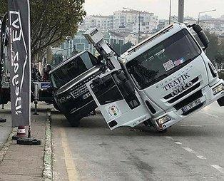 Bursa'da çekici lüks aracı kaldırmaya çalışırken yan yattı