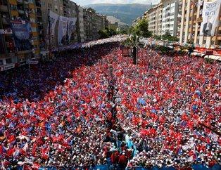 Kahramanmaraş'ta mahşeri kalabalık!