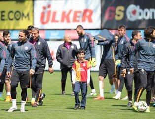 Galatasaray antrenmanında sürpriz isim!
