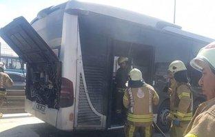 Metrobüste korkutan yangın!