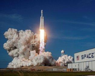 Falcon Heavy fırlatıldı... Marsa yolculuk başladı