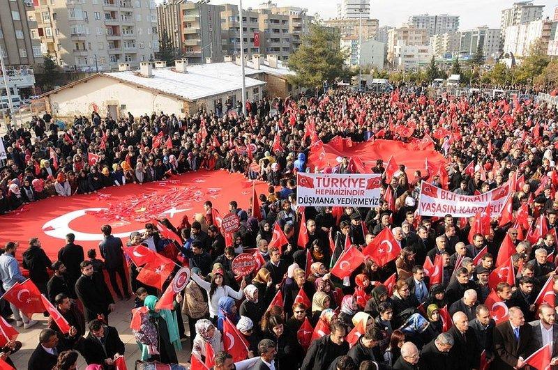 Mardinde Huzur ve Kardeşlik mitingi
