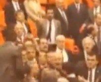 Özkoç'un skandal hareketine AK Parti'den tepki!