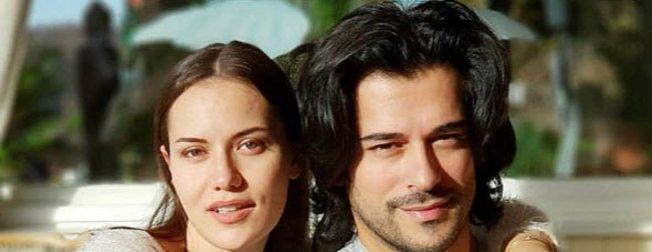 Diriliş Osman'ın 'Osman Gazi'si Burak Özçivit ve eşi Fahriye Evcen'den aşk pozu!
