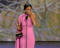 Emmy Ödüllerinde ünlü oyuncu sahnede ağzından küfür kaçırdı