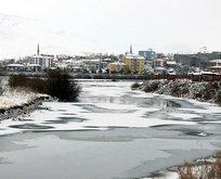 O ilimizin merkezinde nehir dondu