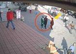 Son dakika: Karaköy'de başörtülü genç kızı darp eden kadın tutukladı