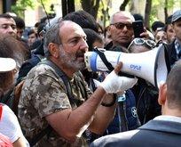 Paşinyan Facebook'tan Ermenilere yalvardı