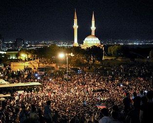 Azerbaycan halkı Ermenistan'a karşı seferberlik talebiyle Milli Meclisin önünde toplandı: Başkomutan, silah ver bize