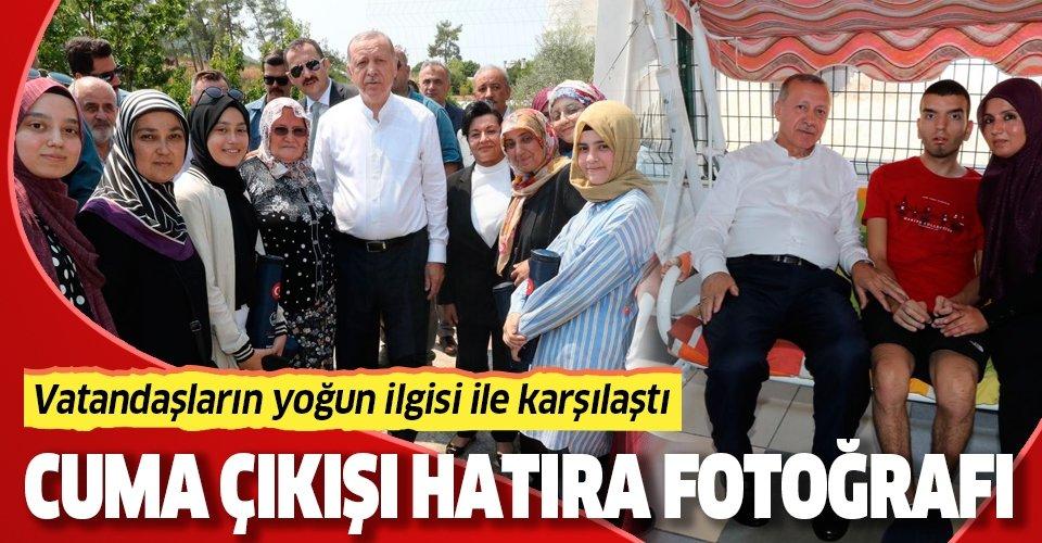 Başkan Erdoğan cuma namazı çıkışı vatandaşlarla hatıra fotoğrafı çektirdi