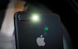 Dikkat! Apple içine gizlemiş! Flaş ışığı yandığında meğer...