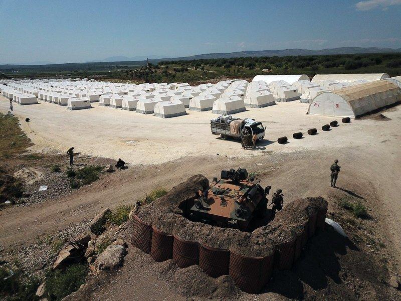 Türkiye Afrin'de çadır kent kurdu
