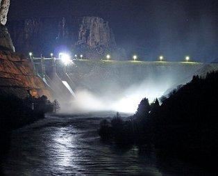 Sel uyarısı: Baraj kapağı koptu