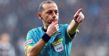 Son dakika: EURO 2020 Elemeleri'nde Cüneyt Çakır, Slovenya-Avusturya maçına atandı