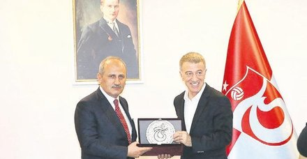 Bakan Turhan, Trabzonspor'u ziyaret etti