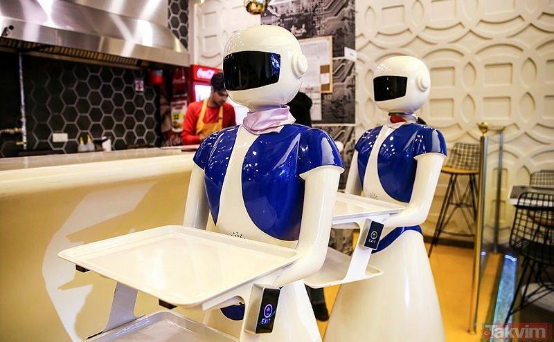 Görenler gözlerine inanamıyor! Burası Japonya değil Türkiye! Bu restoranda masalar tablet garsonlar robot!