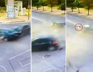 Antalya'da akılalmaz kaza: Araç ikiye bölündü! Yürüyüp gitti...