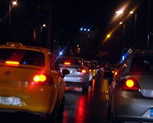 İstanbul'da yağış trafiği felç etti!