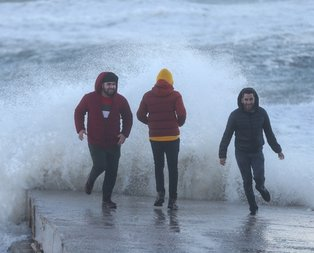 Antalya'da dehşet anları! Fırtına çıkarken onlar...