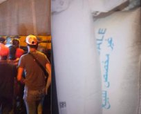 Lübnanlılar Esed'e gönderilen yardım kamyonlarının...