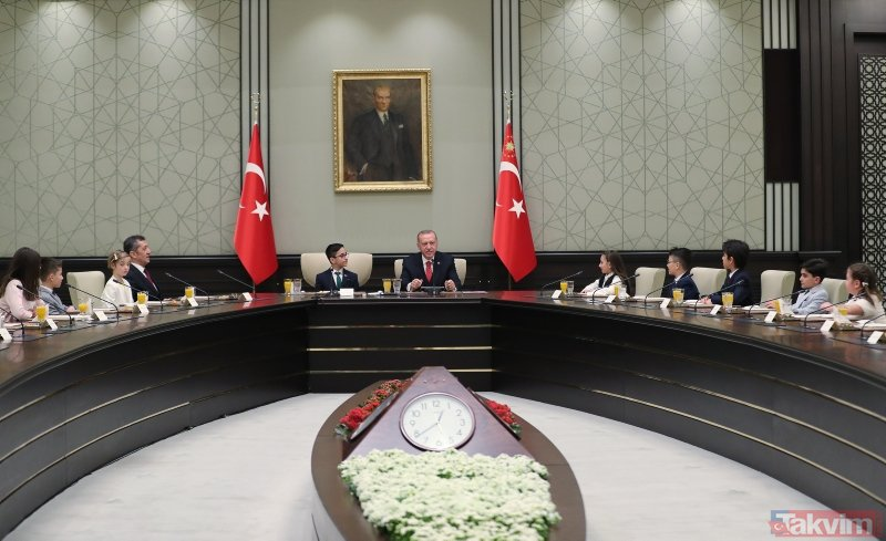 Külliye'de renkli anlar! Başkan Erdoğan çocukları kabul etti