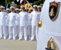 103 emekli amiralin akıl hocası Yılmaz Özdil mi?