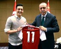 Almanlar Türkiye'nin gururu Mesut Özil'e saldırdı