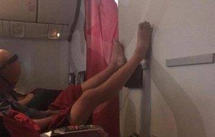 Uçakta iğrenç olay şoke etti! Görenler şaştı kaldı...