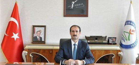 Şırnak Üniversitesi Rektörü Prof. Dr. Mehmet Nuri Nas, geçirdiği kalp krizi sonucu 48 yaşında hayatını kaybetti.