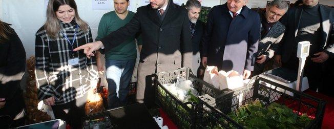 Bakan Berat Albayrak, Üsküdar tanzim satış noktasını ziyaret etti