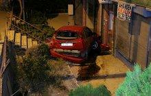 Ankara'da akılalmaz kaza! Apartman bahçesine düştü