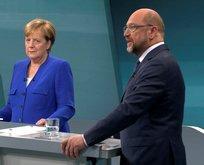 Merkel ve Schulz iyice sıyırdı!