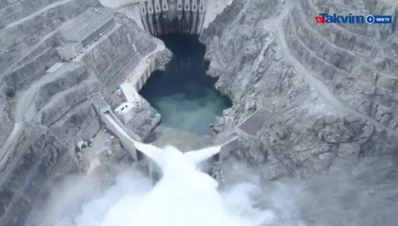Ekonomimize yılda 1.5 milyar lira katkı sağlayacak Yusufeli Barajı'nda tarihi gün! ''Suyun gücü milletle buluşuyor''