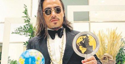 Nusret Gökçe Fikirleriyle dünyayı etkileyen en iyi blogger ödülünü aldı