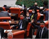CHP'lilerin Meclis'te taktıkları Atatürk imzalı maskeler çöpe atıldı