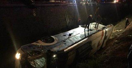 Afyonda katliam gibi kaza! Yolcu otobüsü devrildi! 8 ölü 28 yaralı