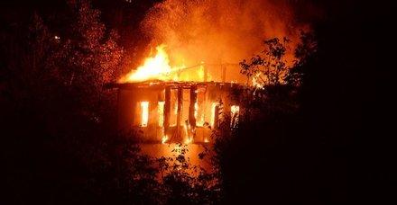 Karabükte tarihi konak alev alev yandı