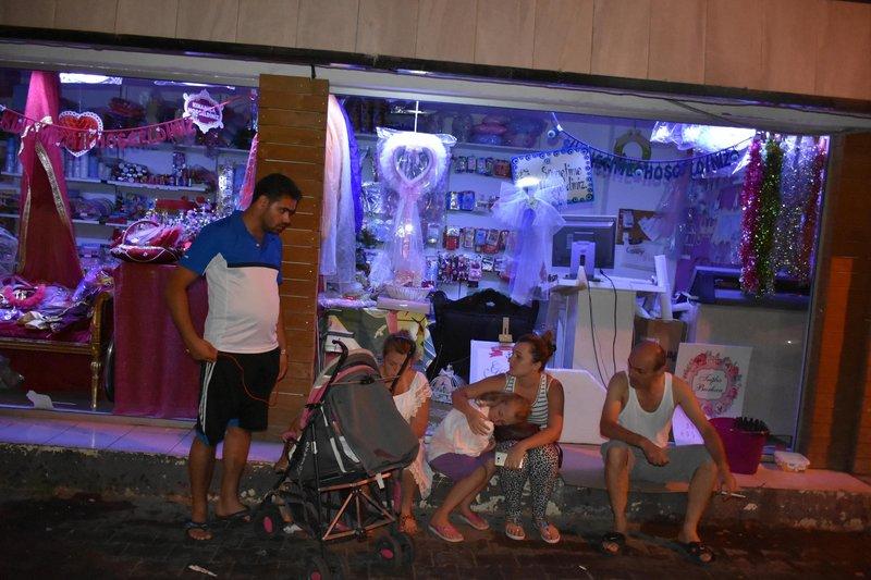 Muğladaki deprem sonrası vatandaşlar sokağa döküldü