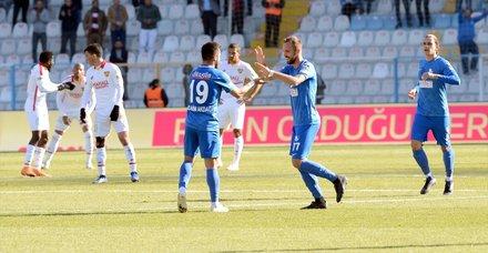 Erzurumspor Göztepeyi yendi Fenerbahçe düşme potasına indi