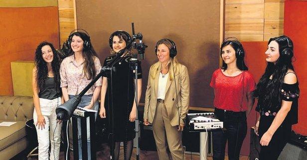 Genç kadınlara şarkıyla seslenecek