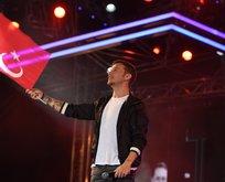 Sinan Akçıl'dan Mehmetçik için özel şarkı: Yakında döneceksin